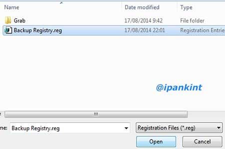 Memilih File Backup Registry